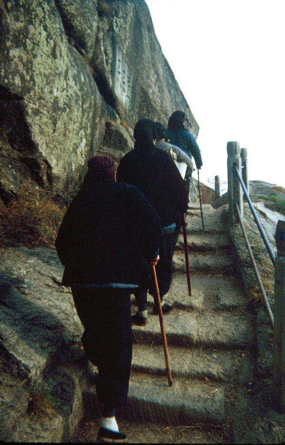 Old country women with bound feet make the pilgrimage to the top of Hua Shan. Photo © 1982, Patti Isaacs.