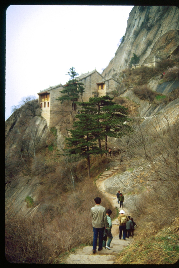 Monastery/Guest House halfway up Hua Sha. Photo © 1982, Patti Isaacs.